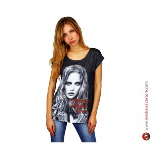 Image of Maglia donna manica corta mod. BLACKY con stampa effetto poster e dettagli brillanti 8001801314756