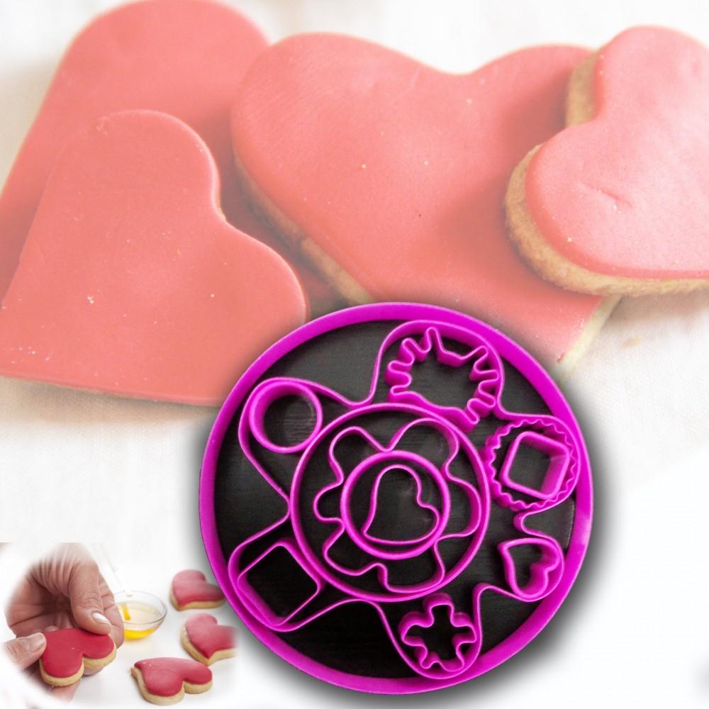 Set 13 pezzi formine per biscotti in plastica colorata Lifetime cooking torte cake design