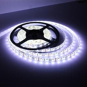 Striscia led adesiva 5 metri - 72w  bianco freddo 300 led per uso domestico interno